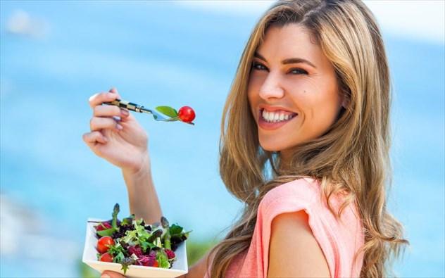gunaika-troei-salata