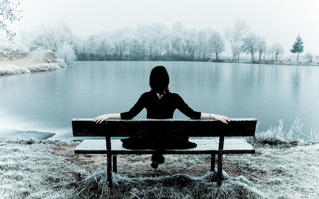 winter-loneliness-lonely-girl